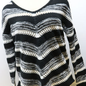 Almost Famous Sweaters - Black & White Knit Woman's Vneck Sweater Large L